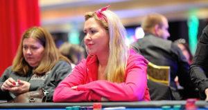 Maria Strømstad ved filten i Dublin under Norgesmesterskapet i poker 2018